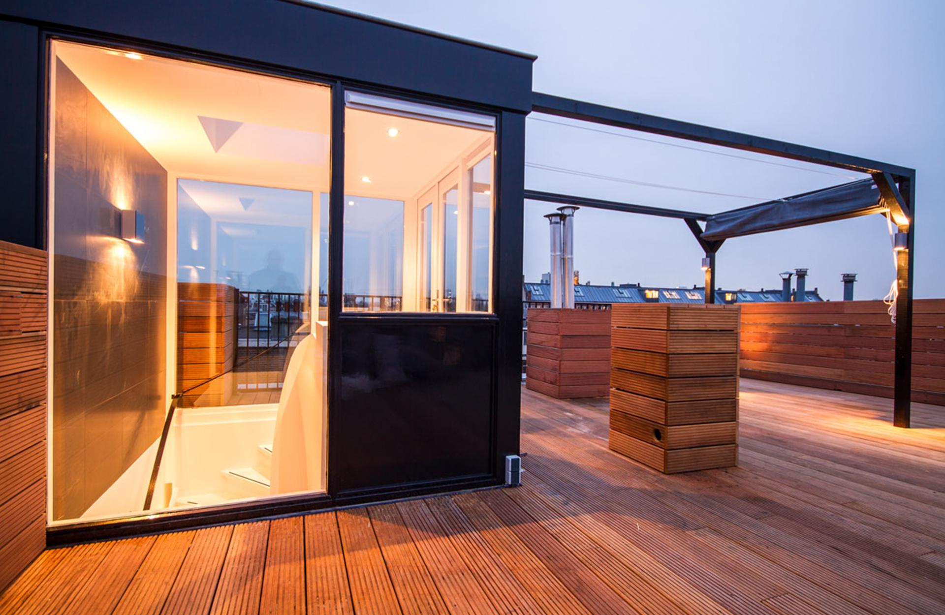 Modern warm dakterras u trendzet bouw